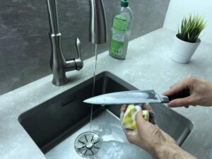 How to clean a chef's knife