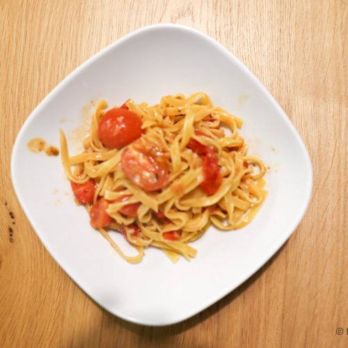 Pasta with cherry tomatoes and anchovies