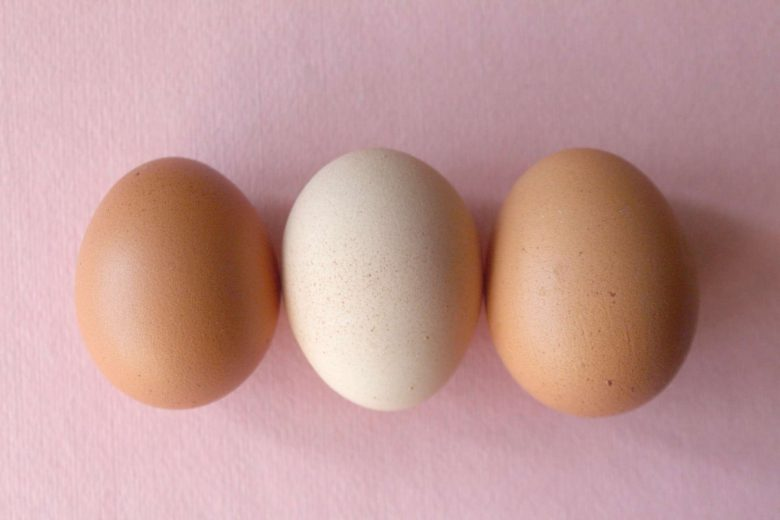 How Long Can Eggs Sit Out? (Cooked and Uncooked)